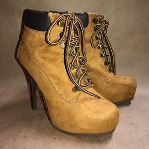"""Shi by Journeys 8M Ankle Boot 5 """" Heel Lace Up EUC"""
